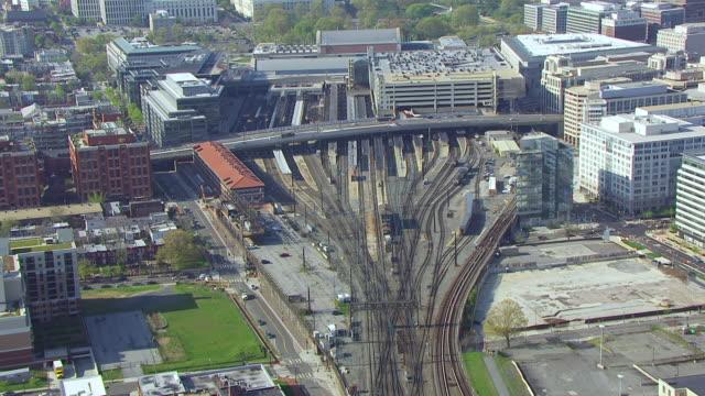 ws tu aerial pov view of railway tracks of union station, capitol building in background / washington dc, united states  - 2014 個影片檔及 b 捲影像