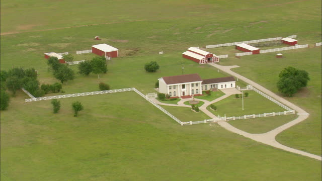ms aerial ds view of ranch house / texas, united states - ranch house stock videos & royalty-free footage
