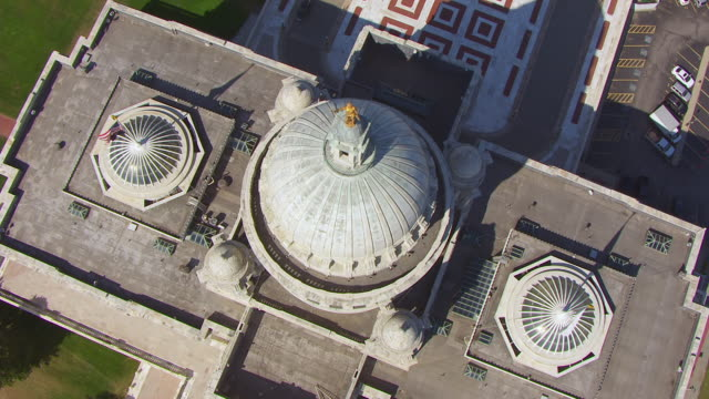 WS AERIAL POV View of Rhode Island State Capitol Building / Providence, Rhode Island, United States