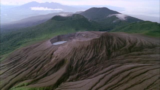 aerial ws view of rincon de la vieja volcano and forest / papagayo peninsula, guanacaste, costa rica - コスタリカ点の映像素材/bロール