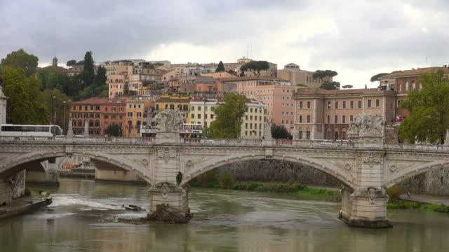ws view of river tiber and ponte vittorio emanuelle ii / rome, latium, italy - ponte stock-videos und b-roll-filmmaterial