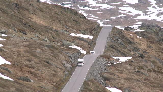 WS ZO View of road through snowy Sognefjellsvegen mountain / Jotunheimen Nationalpark, Sogn og Fjordane, Norway