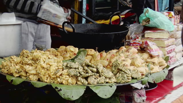 ms zi view of roadside snack shop / haridwar, uttarakhand, india - roadside stock videos & royalty-free footage