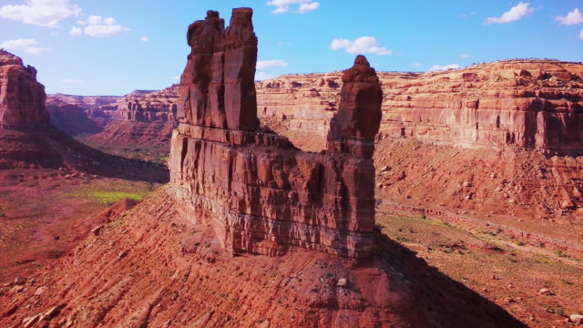 ws aerial view of rock butte formations - scenics stock videos & royalty-free footage