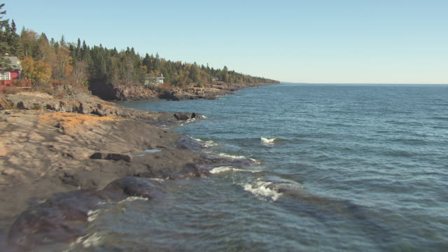 ws aerial view of rocky shores of lake superior / minnesota, united states - lago superiore video stock e b–roll