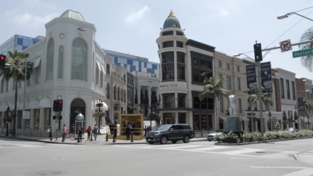 view of rodeo drive from wilshire avenue, beverly hills, los angeles, california, united states of america, north america - beverly hills bildbanksvideor och videomaterial från bakom kulisserna