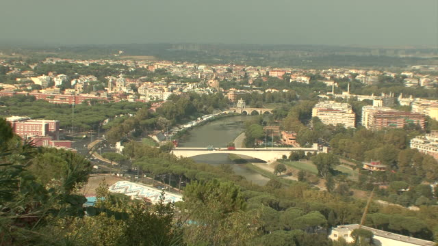 ws view of rome and tiber river from top of monte mario / rome, italy  - テベレ川点の映像素材/bロール