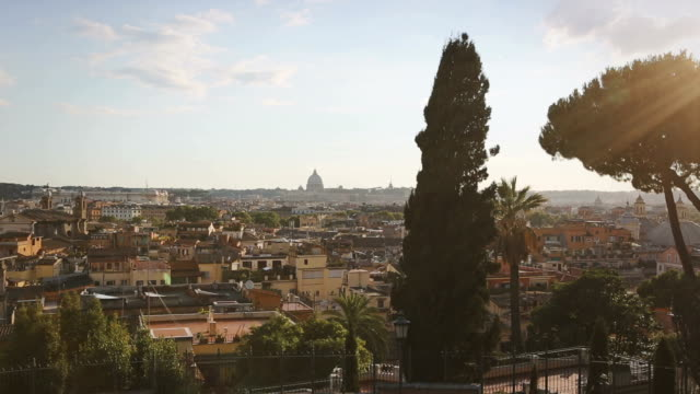 vidéos et rushes de view of rome skyline from the pincio hill - colline