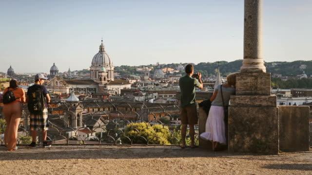 view of rome skyline from the pincio hill - 史跡めぐり点の映像素材/bロール