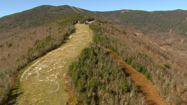 ws aerial view of ropeway on mountain in sugarbush village in green mt: national: forest / vermont, united states - vermont stock videos & royalty-free footage