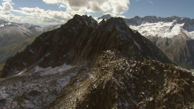 WS AERIAL View of Rossmettlen ridge with spitzberg and, mittagsstock, / Rossmettlen Ridge, Uri, Switzerland