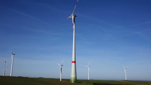 stockvideo's en b-roll-footage met ws la view of rotating wind turbines / kirf, rhineland palatinate, germany - middelgrote groep dingen