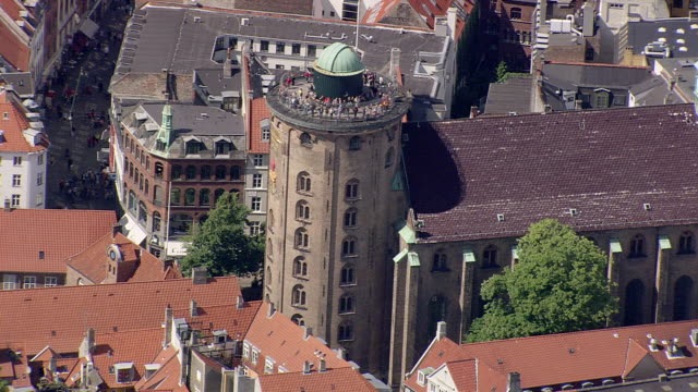 ws aerial zo view of  round tower (the king could drive a carriage to top) / copenhagen, denmark - copenhagen video stock e b–roll