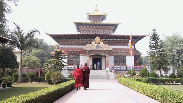 ms view of royal bhutanese monastery / gaya, bihar, india - 僧衣点の映像素材/bロール