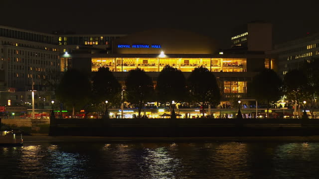 ws t/l view of royal festival hall at night from across river thames / london, united kingdom  - royal festival hall stock videos & royalty-free footage