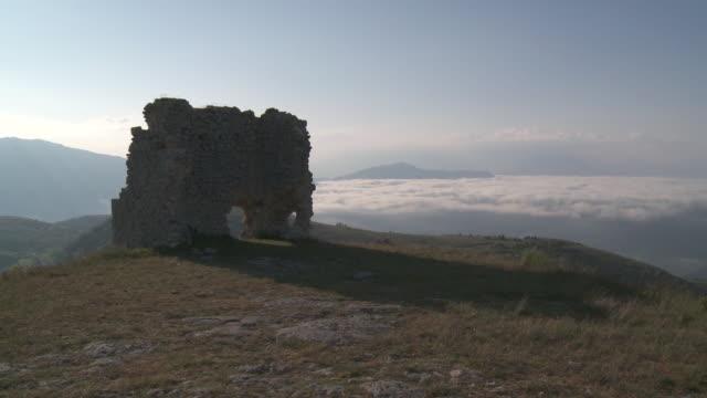 WS View of Ruins of Rocca di Calascio with clouds at Sunrise / Calascio, Abruzzo, Italie