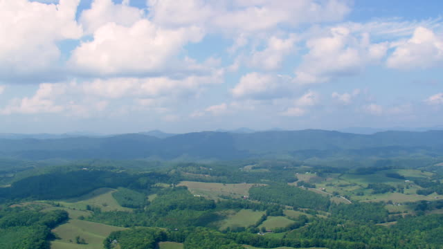 vídeos de stock e filmes b-roll de ws aerial view of rural area / tennessee, united states - tennessee