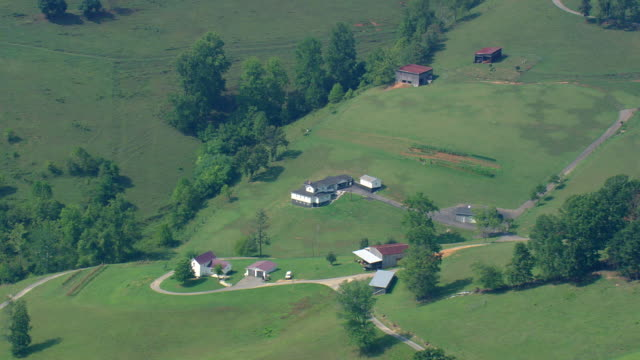 vídeos de stock e filmes b-roll de ws aerial zo view of rural area with river / tennessee, united states - tennessee