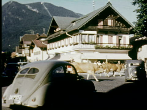 vídeos de stock, filmes e b-roll de ms view of rural town  audio / germany   - garmisch partenkirchen
