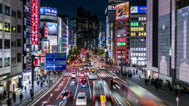 t/l ws view of rush hour traffic and modern buildings in shinjuku at night. - 高速道路点の映像素材/bロール