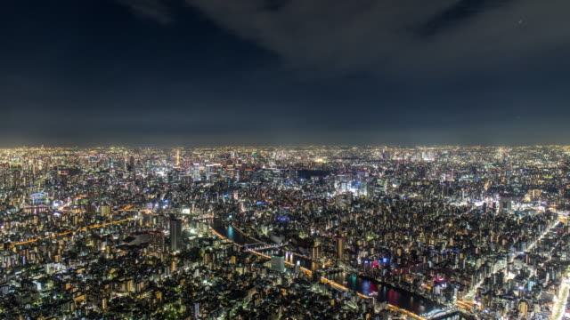 vidéos et rushes de t/l ws view of rush hour traffic and modern buildings in tokyo city from tokyo skytree at night. - paysage urbain