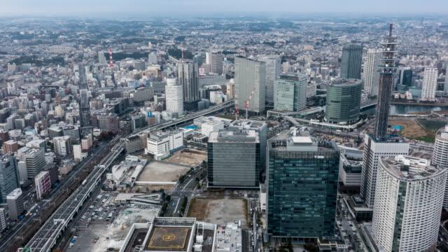 t/l ws view of rush hour traffic and modern buildings in yokohama at night - 神奈川県点の映像素材/bロール