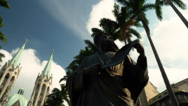 vídeos de stock, filmes e b-roll de vista da praça da sé em dwontown, são paulo, brasil - monument