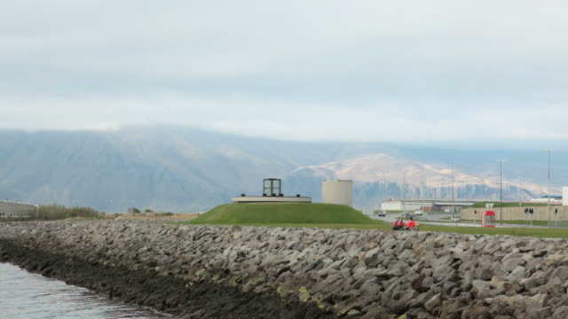 ws view of saebraut road  /  reykjavik , iceland. - privatfahrzeug stock-videos und b-roll-filmmaterial