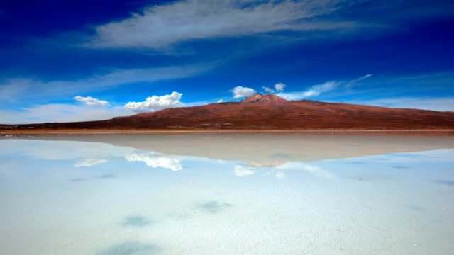 "view of salar de uyuni (the world's largest salt flat in bolivia; also known as ""salt desert"") - bolivien stock-videos und b-roll-filmmaterial"