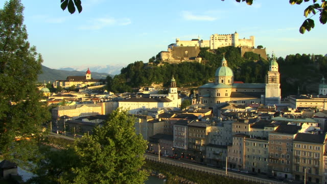 HA, WS, TU, View of Salzburg with Festung Hohensalzburg (Salzburg Fortress) in distance, Austria