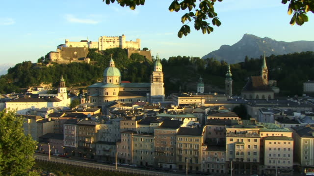 HA, WS, PAN, View of Salzburg with Festung Hohensalzburg (Salzburg Fortress) in distance, Austria