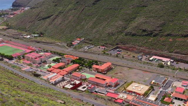 vídeos de stock, filmes e b-roll de vista de san sebastián de la gomera em ilhas canárias la gomera na província de santa cruz de tenerife - espanha - hierro