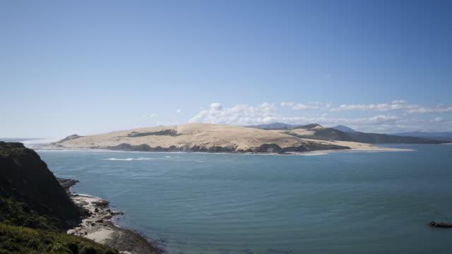 vidéos et rushes de view of sandbank - région du northland