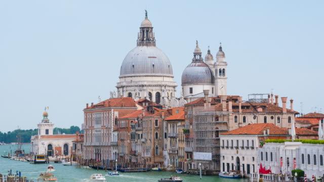 vídeos y material grabado en eventos de stock de vista de santa maria della salute en venecia, italia - catedral