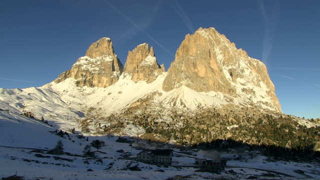 ws view of sasso lungo (langkofel) and passo sella / south tyrol, alto adige, italy - langkofel stock videos & royalty-free footage