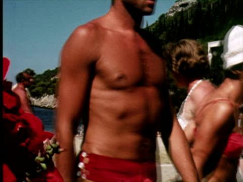 vidéos et rushes de ms pan view of sea beach, dalmatia, croatia / audio - bikini