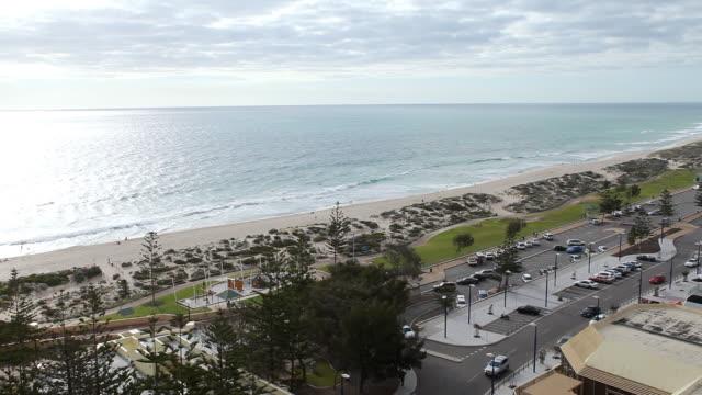 ws view of sea cost with parking lot / perth, australia  - western australia bildbanksvideor och videomaterial från bakom kulisserna