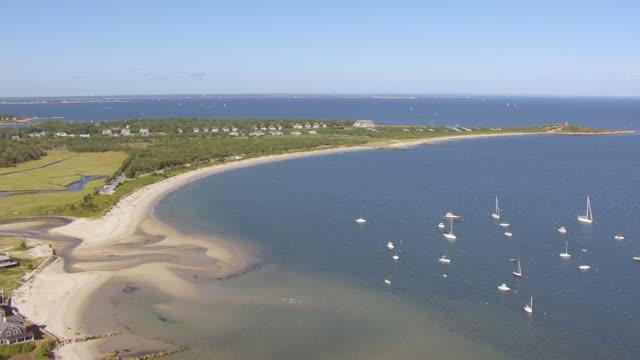 vídeos de stock e filmes b-roll de ws aerial pov view of sea with house near coastline / dartmouth, massachusetts, united states - dartmouth
