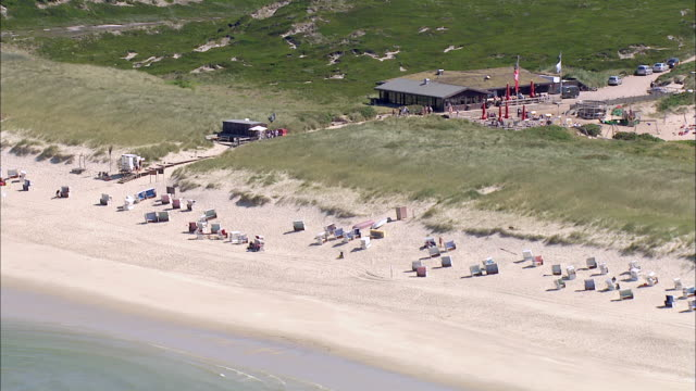 ws aerial view of seashore and people enjoing on seashore / sylt, schleswig-holstein, germany - nordfriesische inseln stock-videos und b-roll-filmmaterial