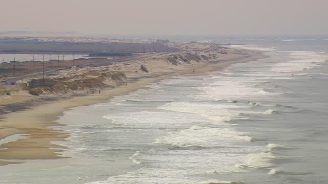 ws aerial view of seashore / north carolina, united states - north carolina beach stock videos & royalty-free footage