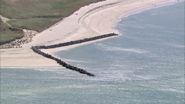 ms aerial view of seashore / sylt, schleswig-holstein, germany - nordfriesische inseln stock-videos und b-roll-filmmaterial