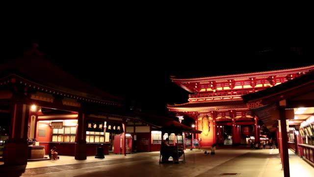 vídeos de stock, filmes e b-roll de ws view of senso ji temple at night / asakusa, tokyo, japan - templo asakusa kannon