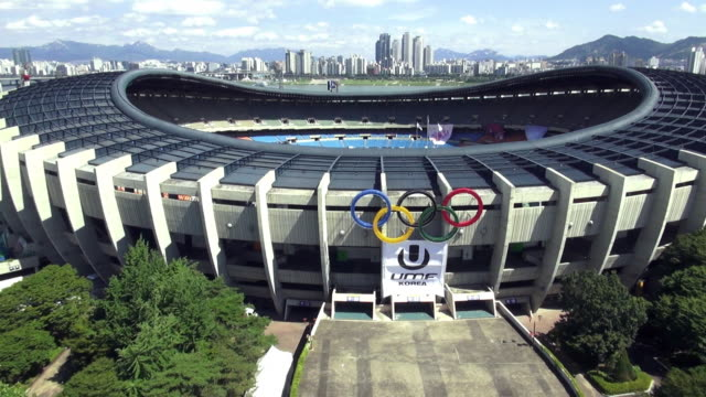 arieal ws view of seoul olympic complex / seoul, south korea - オリンピックスタジアム点の映像素材/bロール
