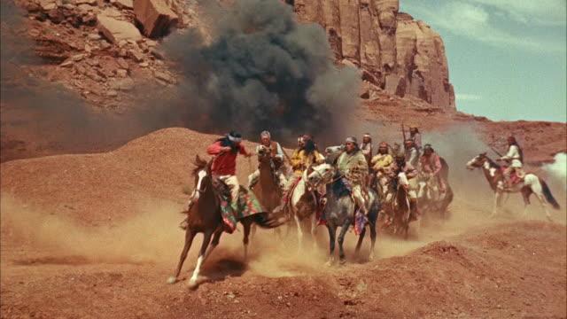 vídeos de stock, filmes e b-roll de ms view of several armed indians ridding on horses    - animal de trabalho