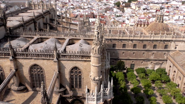 vidéos et rushes de view of sevilla cathedral, in sevilla, spain, on september 14, 2018. seville cathedral was designated a world heritage site by unesco in 1987. - cathédrale