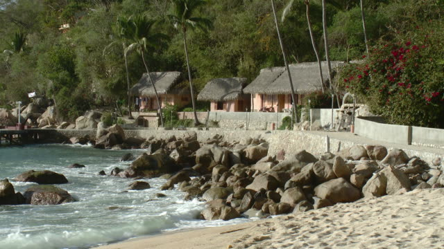 ws view of shacks near seashore / yelapa, jalisco, mexico - beach house stock videos & royalty-free footage