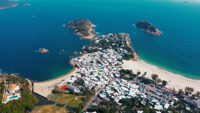 blick auf den strand von shek o, blauen himmel und schönes meer - insel hong kong island stock-videos und b-roll-filmmaterial