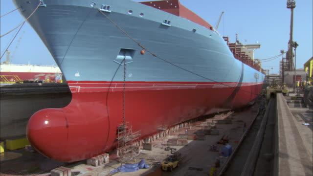 ws view of ship in drydock under blue sky / dubai city, dubai, united arab emirates - dry dock stock videos & royalty-free footage