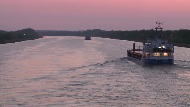 ms pov view of ships at kiel canal / brunsbã¼ttel, schleswig-holstein, germany - schleswig holstein stock-videos und b-roll-filmmaterial