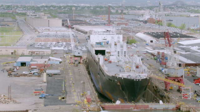 """ms pan aerial view of shipyard / new york city, united states"" - schiffswerft stock-videos und b-roll-filmmaterial"